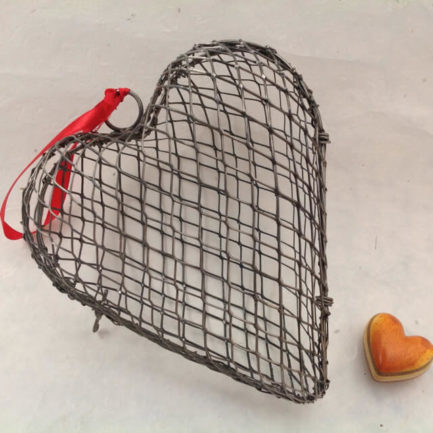 METAL WIRE CAGE HEART