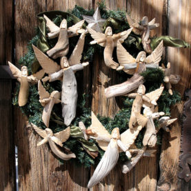 WREATH OF LOUISE ORTEGA WOODEN ANGELS