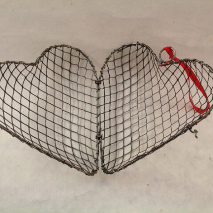 METAL WIRE CAGE HEART OPEN
