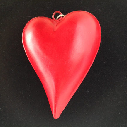 HANGING METAL HEART WITH A CURVE LARGE