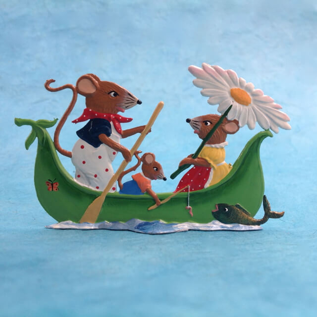 PEWTER MOUSE FAMILY IN BOAT